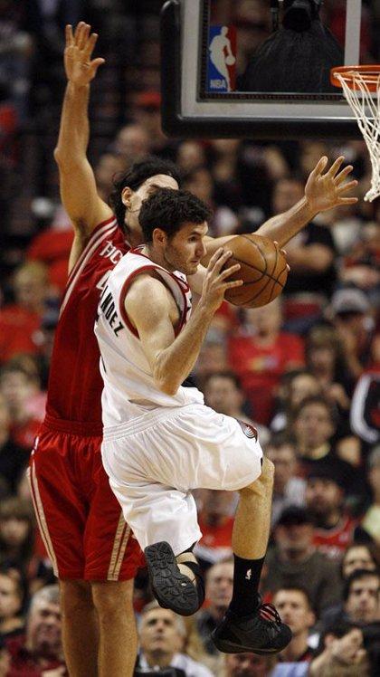 Los Rockets arrasan Portland en el primer partido de la serie