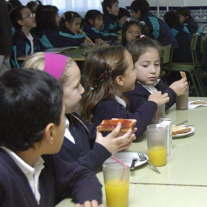 Los niños que van a comedor consumen más pescado, verduras y lácteos