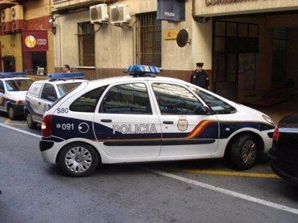 La Policía Nacional rescata a un niño de seis años que llevaba solo más de dos semanas en un piso en Córdoba