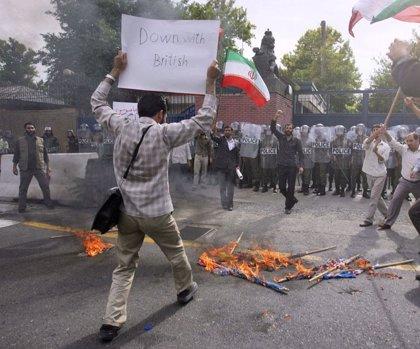 Londres expulsa a dos diplomáticos iraníes tras la decisión de Teherán de echar a dos británicos
