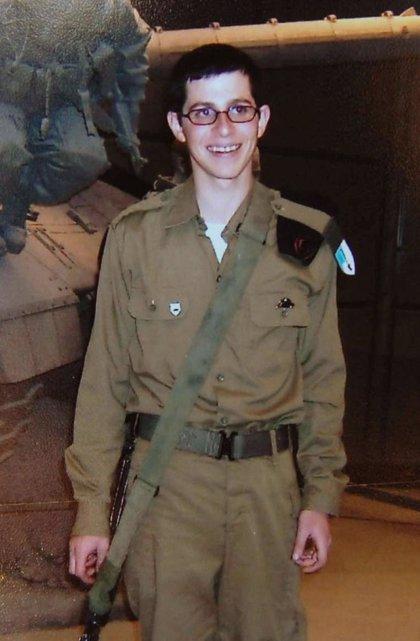 La familia de Gilad Shalit pide a los israelíes que no olviden al soldado tres años después de su secuestro