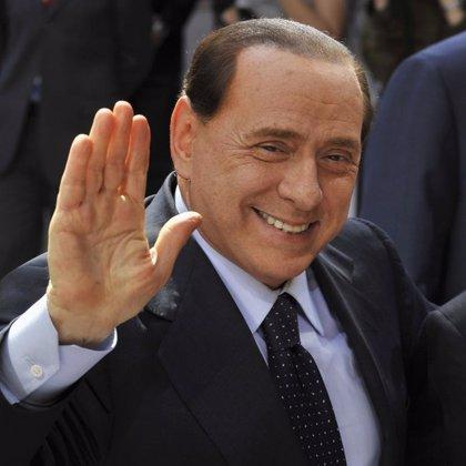 """Berlusconi advierte que el mercado debería regresar """"a la normalidad"""" y que el Milan sigue siendo """"formidable"""""""