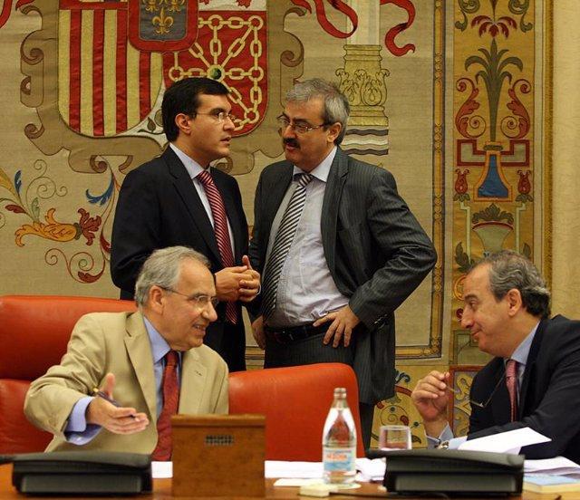 Alfonso Guerra y José Luis Ayllón en la Comisión Constitucional del Congreso