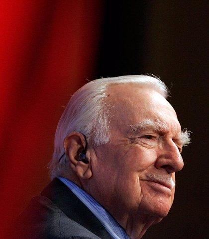 Muere el veterano presentador de noticias Walter Cronkite a los 92 años de edad