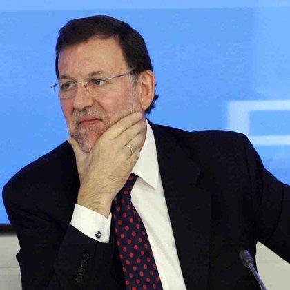 Rajoy aboga por la fusión entre cajas de ahorros de distintas comunidades autónomas para abarcar más territorio
