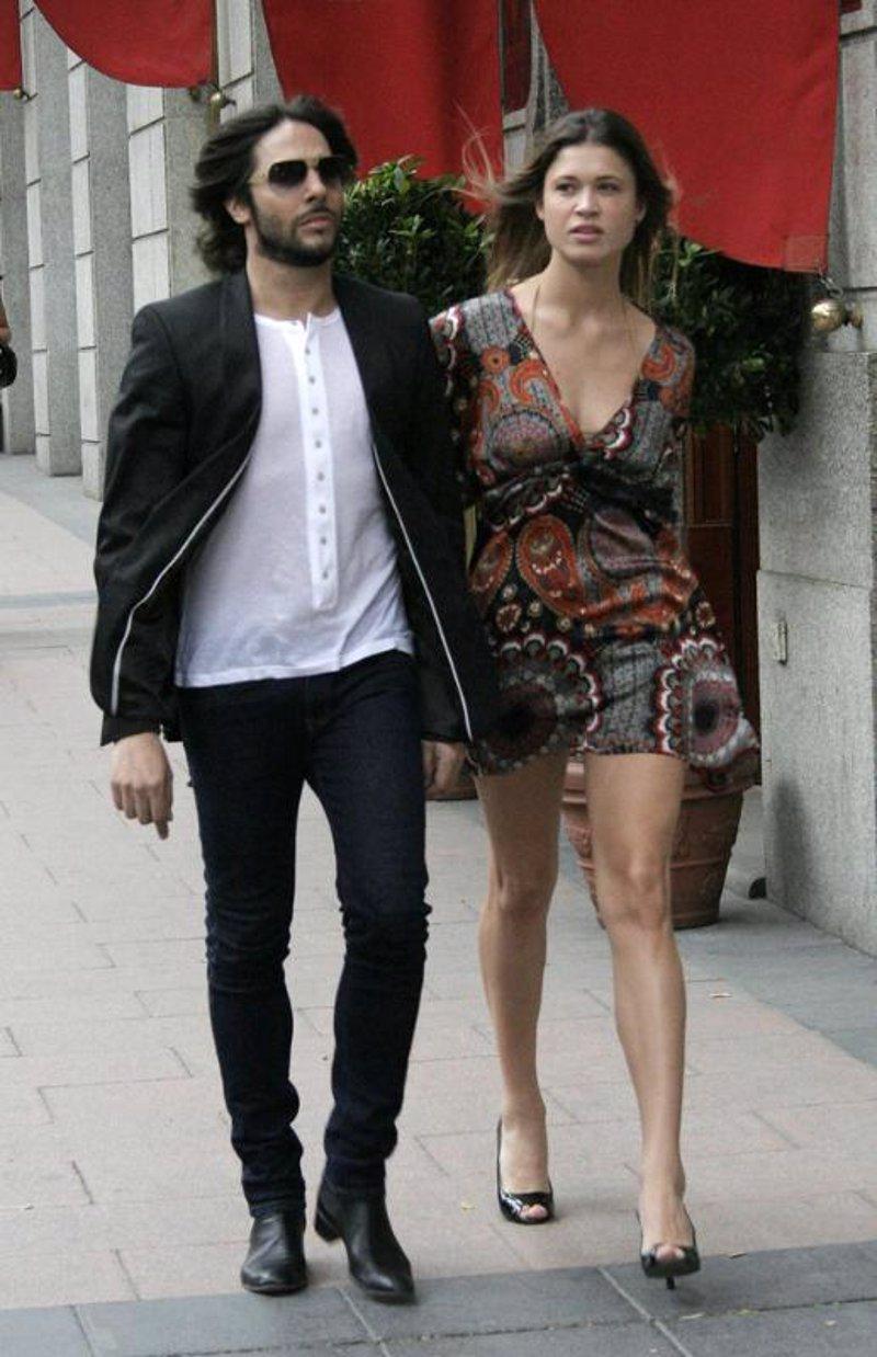Joaqu�n Cort�s  muy poco hombre y Carla Pereira toda una dama