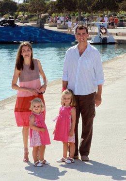Los Príncipes de Asturias con sus hijas