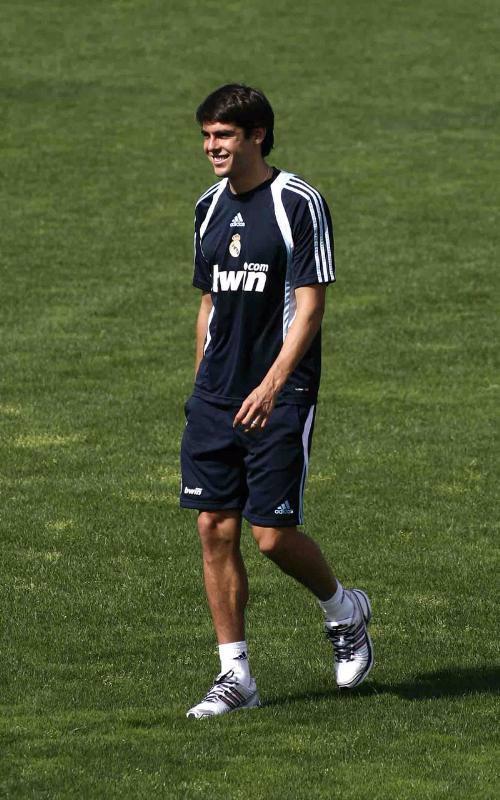 Kaká no tiene problemas para sentarse en el banquillo del Real Madrid Fotonoticia_20090810121113