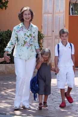 La Reina lleva a sus nietos a Marineland