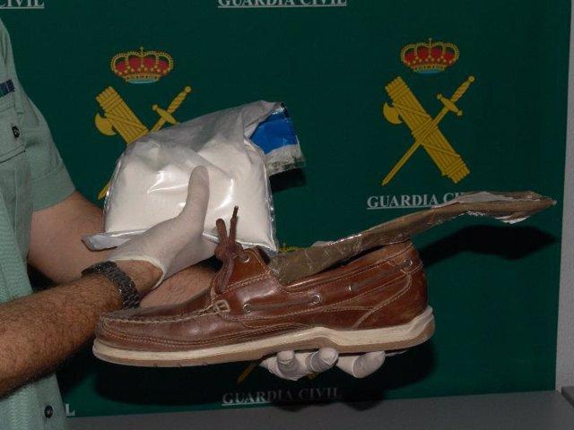 La plantilla y el zapato donde escondían la droga