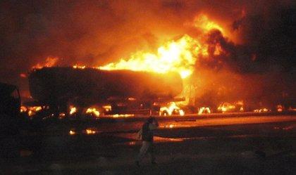 Los talibán incendian 18 camiones con suministros para las fuerzas extranjeras en Afganistán