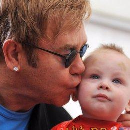 Elton John quiere adoptar a un niño ucraniano