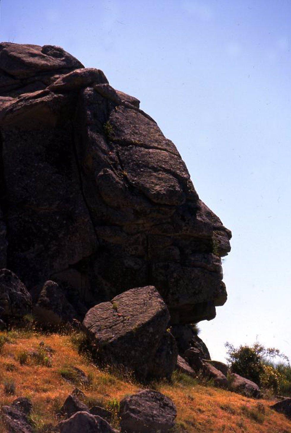 Roca con forma de cabeza.