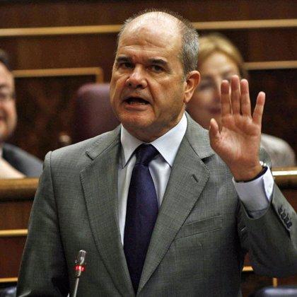 Chaves dice al PP que no se puede pedir más gasto y al mismo tiempo bajar los impuestos