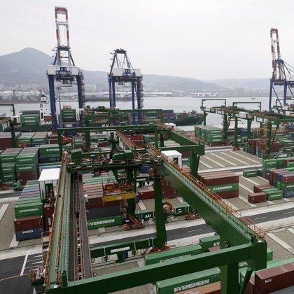 El déficit comercial baja un 54% en los siete primeros meses del año