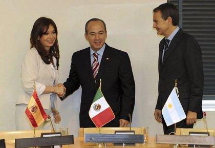 Zapatero, Fernández y Calderón exigen la restitución de Zelaya antes de las elecciones