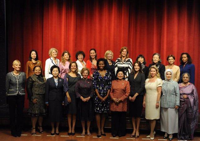 Foto de las mujeres de los jefes de Gobierno y de Estado en el G-20