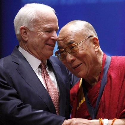 El Dalai Lama recibe un homenaje en el Capitolio pero Obama rechaza recibirle