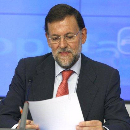 """Rajoy ve la subida de impuestos como """"la puntilla"""" a una """"absurda y ridícula"""" política económica"""
