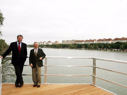 Monteseirín visita las obras del Muelle de Nueva York, Río Guadaíra y jardines entre el Patrocinio y Alamillo