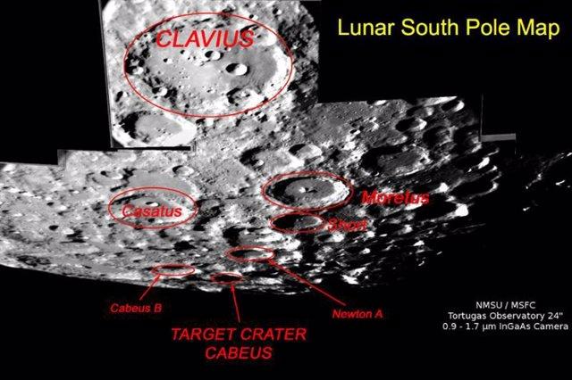 cráter de la Luna con agua