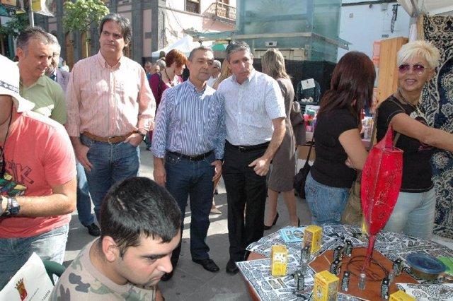 El presidente canario muestra su respaldo a la I Feria Intercultural de Arucas.