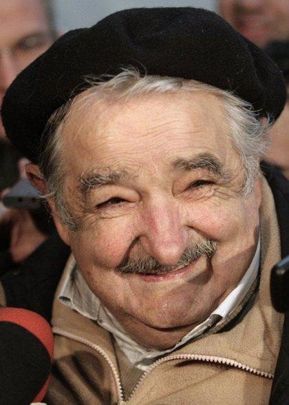 Uruguay cierra los centros de votación tras una amplia participación