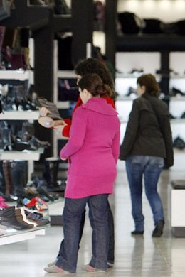 Consumidores comprando