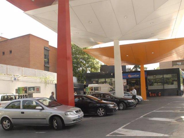 Plano general de una gasolinera
