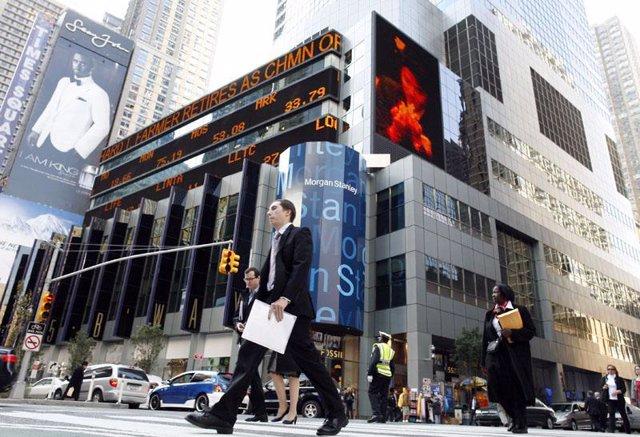 Gente va a trabajar en New York