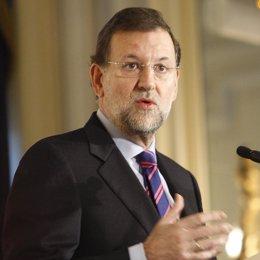 Primer plano de Mariano Rajoy en un desayuno