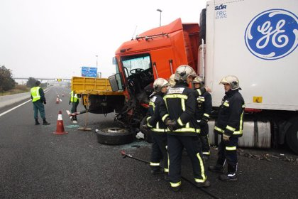 Catorce accidentes dejaron quince personas sin vida en las carreteras españolas durante el fin de semana