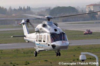 Eurocopter celebra el vuelo inaugural del nuevo helicóptero EC175