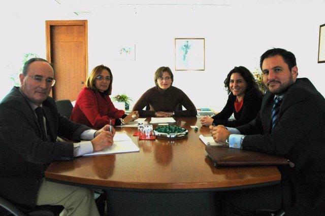 Martínez Perza entrega la resolución a RWE Innogy