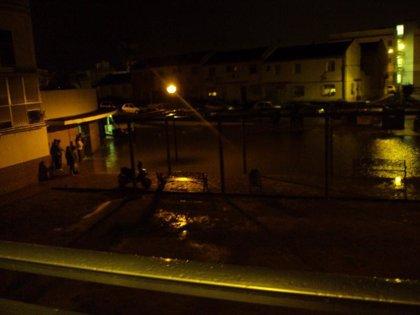 Cortes de agua en dos barrios de La Algaba por una incidencia que IU-CA atribuye a obras municipales