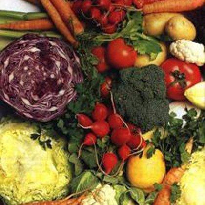 Los neumólogos recomiendan dar verduras y cítricos a los niños