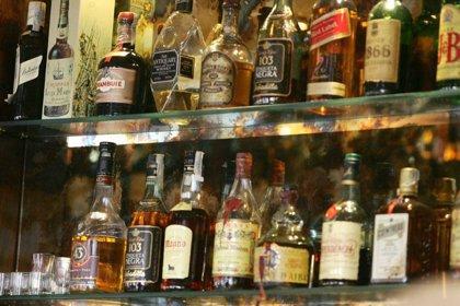 Alcohólicos rehabilitados exigen advertencias sanitarias como las del tabaco
