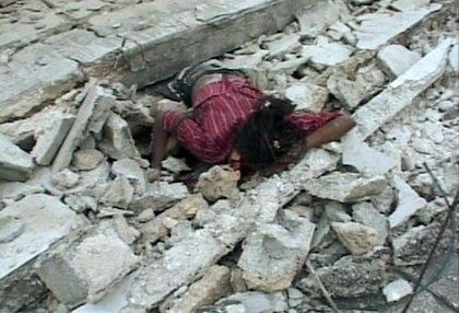 Cientos de personas están atrapadas bajo los escombros y se esperan numerosos muertos