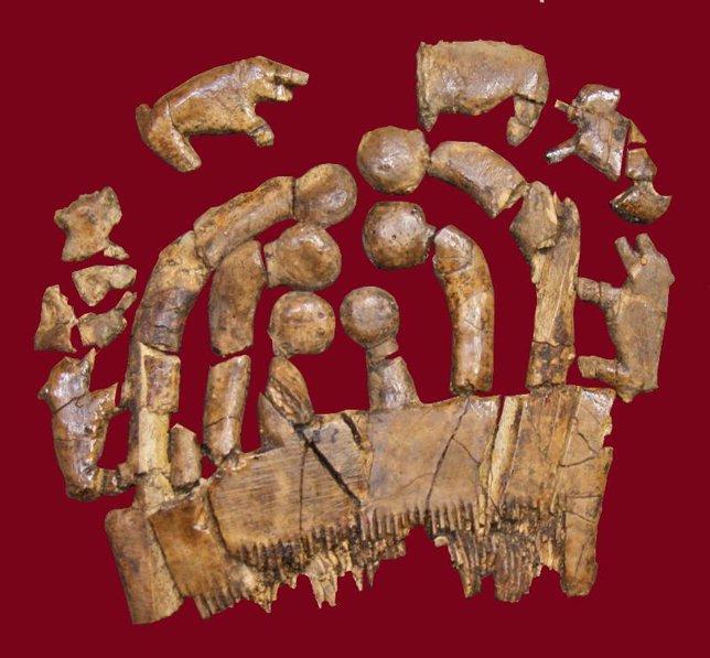 Peine de marfil con ornamentación hallado en Montelirio