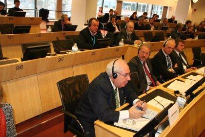 Areces defiende en Bruselas que el envejecimiento sea un indicador a la hora de medir la convergencia