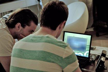 Internet es el medio más consumido por los españoles con 13,6 horas semanales