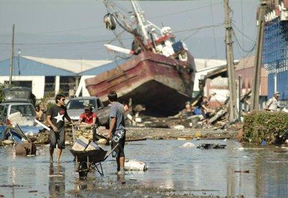 Bachelet eleva 708 los muertos por el terremoto en Chile