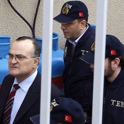 Un general en activo y un fiscal del Estado, acusados formalmente de conspirar contra el partido de Erdogan