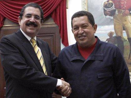 """Chávez ofrece apoyo """"incondicional"""" a Zelaya  en su lucha por la """"democracia constitucional""""-. Firma"""