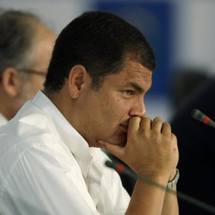 Correa afirma que ha pedido la renuncia a sus ministros