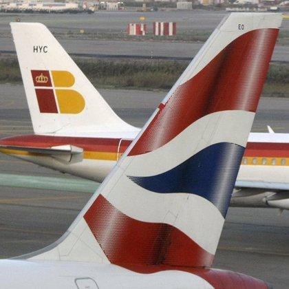 Iberia y British firman su fusión, que generará unas sinergias anuales de 400 millones