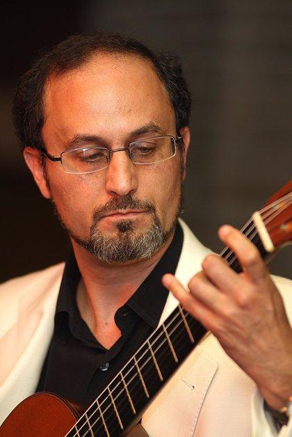 Javier Canduela y Jorge López Recinos presentan hoy en el Show Hall del Puerto su espectáculo de poesía y guitarra