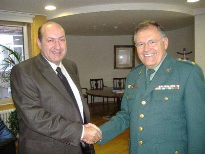 """Rogelio Martínez da la bienvenida a Ourense al nuevo teniente coronel de la Guardia Civil en una reunión """"distendida"""""""