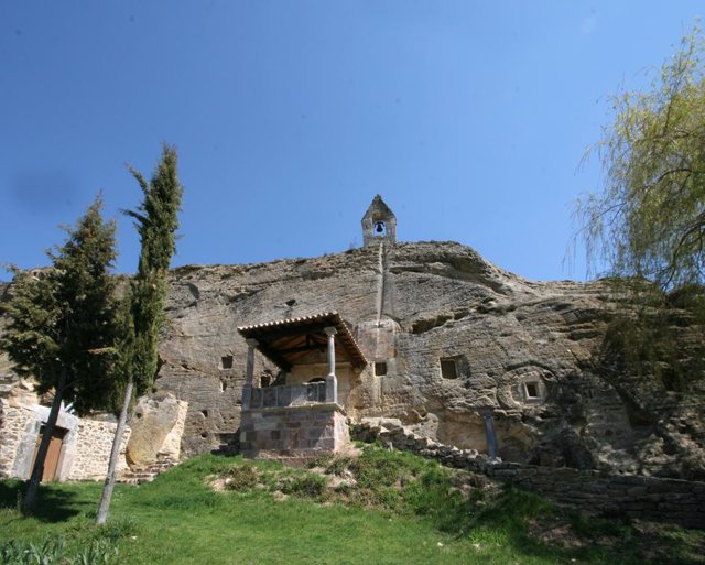 Vista De La La Iglesia De Olleros De Pisuerga En Palencia