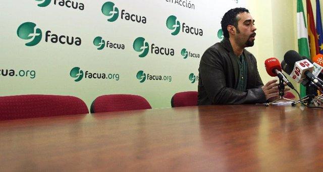 El portavoz de Facua, Rubén Sánchez, durante la rueda de prensa